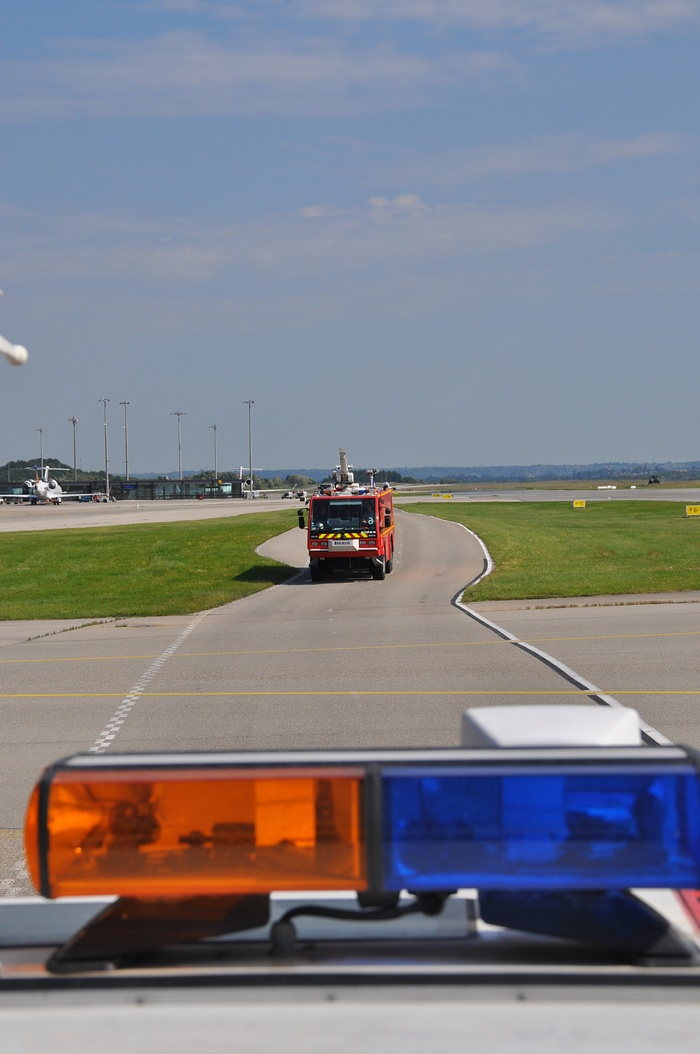 camion pompier lyon aéroport