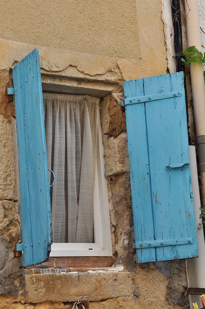 fenêtre volets bleus