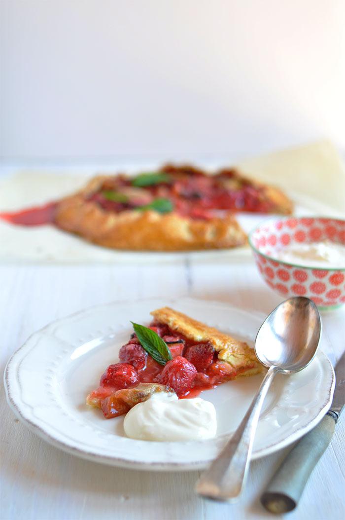 Tarte rustique fraise rhubarbe