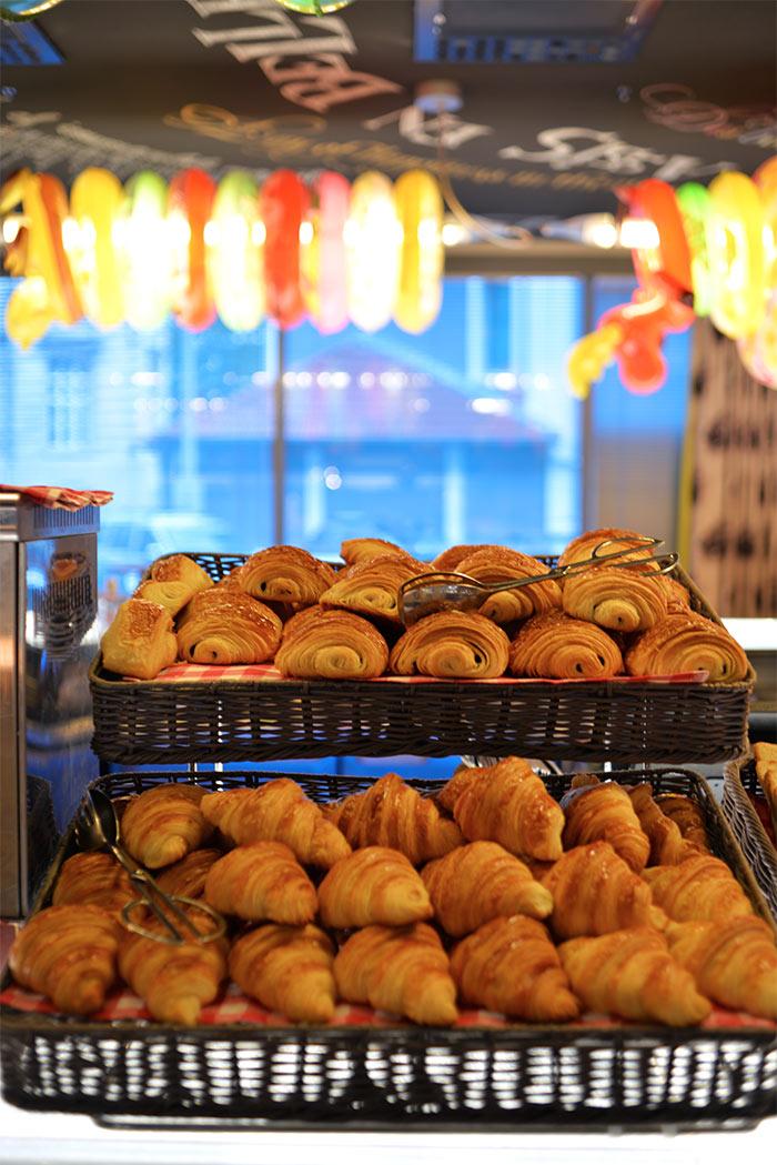 croissants pain au chocolat