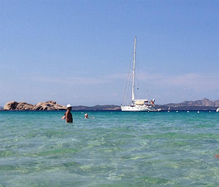 plage sardaigne bateau