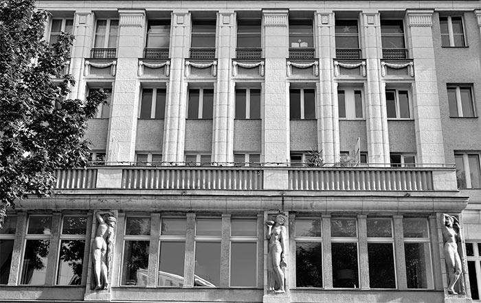 berlin schoneberg building statues