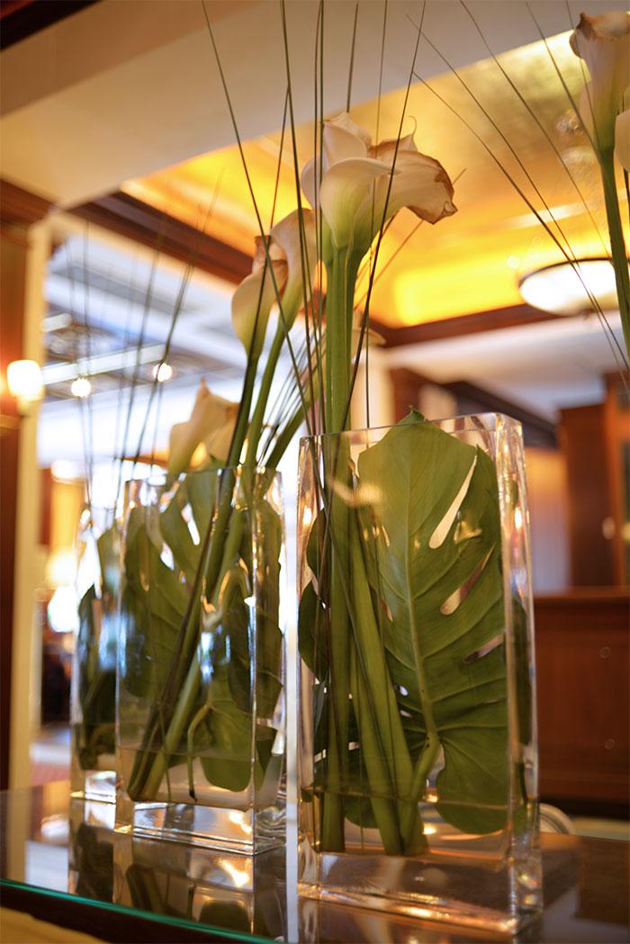 hotel napoleon flowers lounge