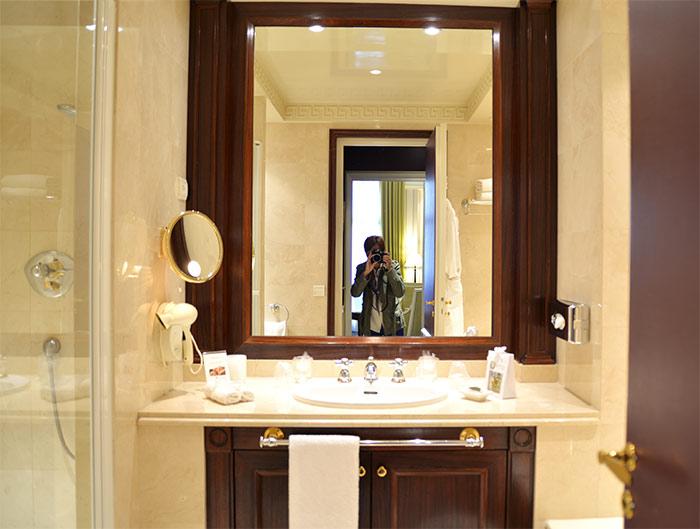 salle de bains hotel napoleon paris