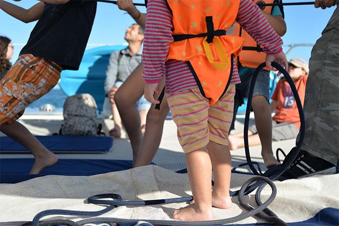 enfant sur bateau
