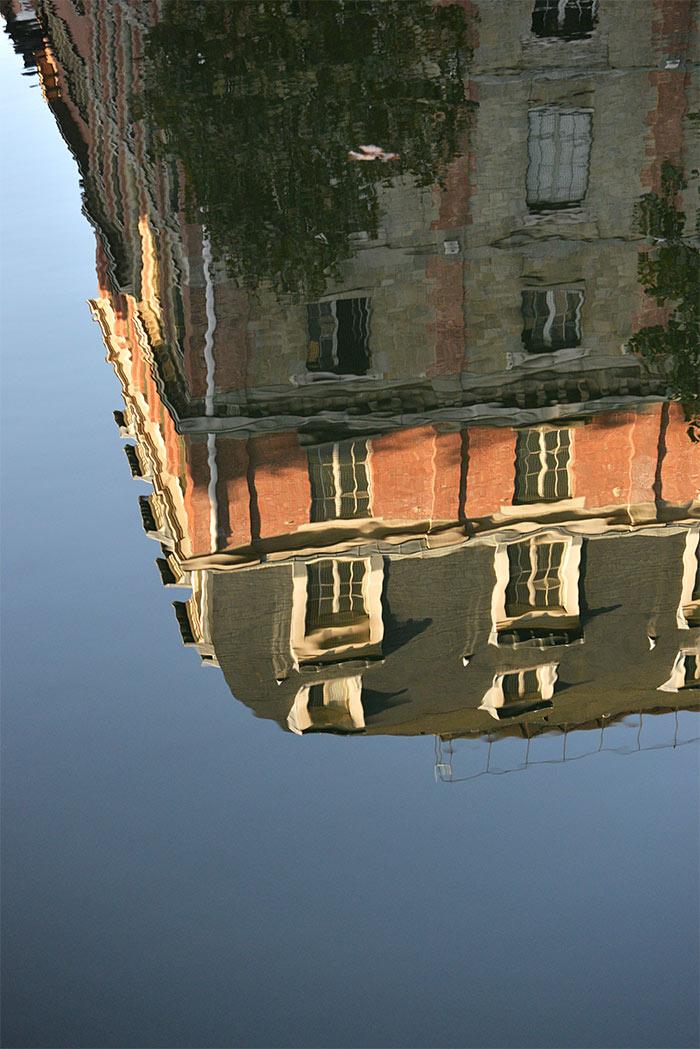 reflet immeuble dans l'eau