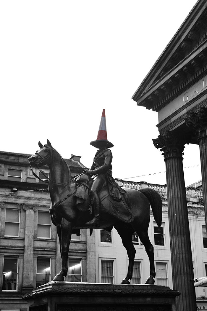 Glasgow Duc Wellington statue