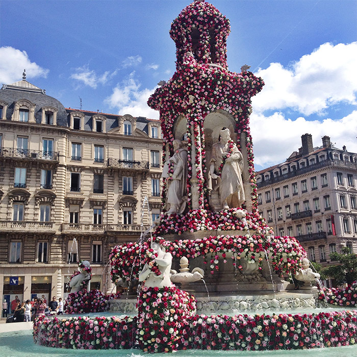 place des Jacobins fontaine roses