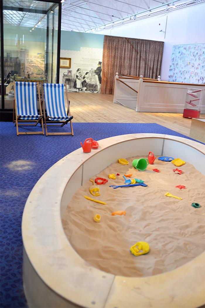 chaise longue sable musée