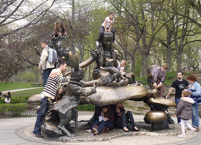 statue alice pays merveilles central park