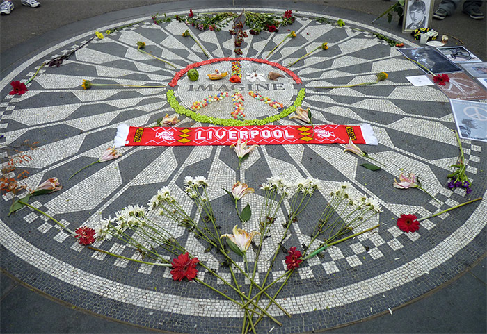 john lennon memorial strawberry fields