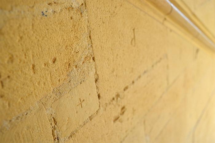 murs pierre doree chateau bagnols