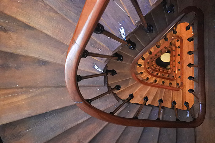 escalier bois hotel
