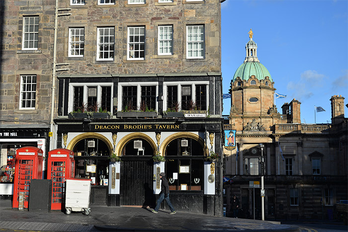 edinburgh royal mile pub