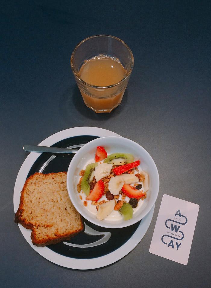 lyon away hostel breakfast granola