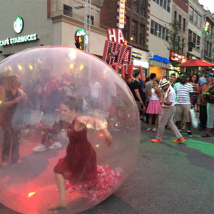 femme bulle montreal