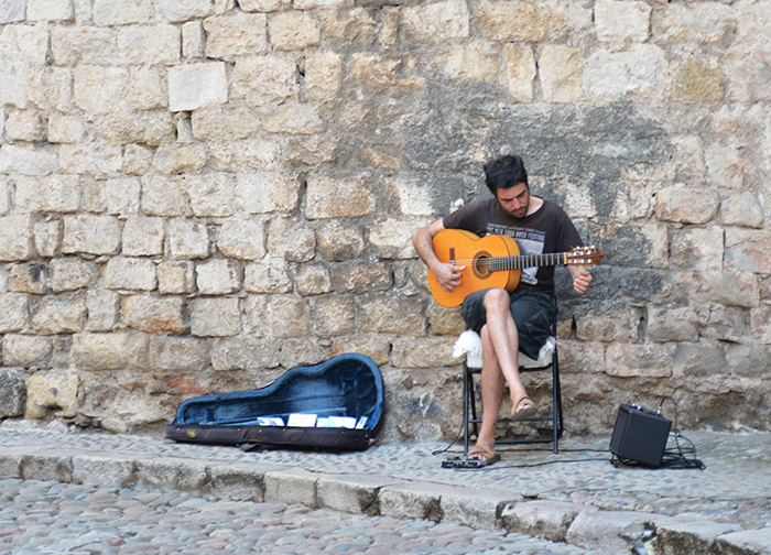 joueur guitare girona