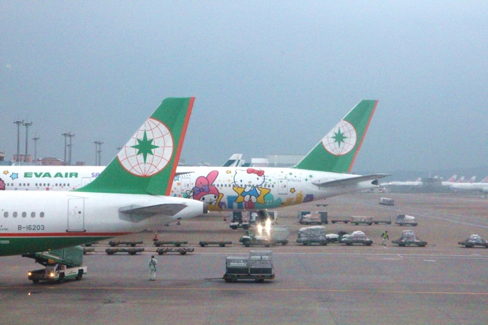 eva air hello kitty plane