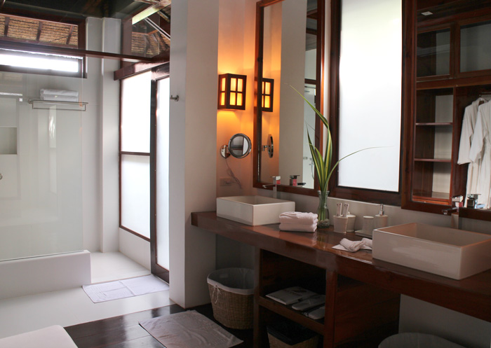 isla cabana resort bathroom