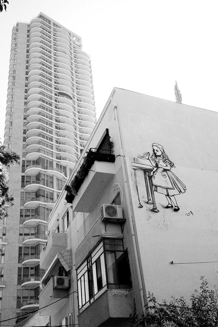 street art Alice Wonderland tel aviv