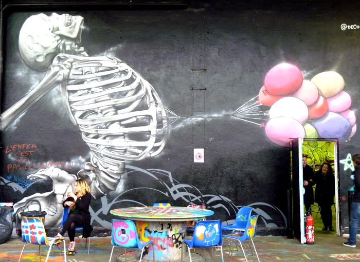 Aerosol Paris street art squelette