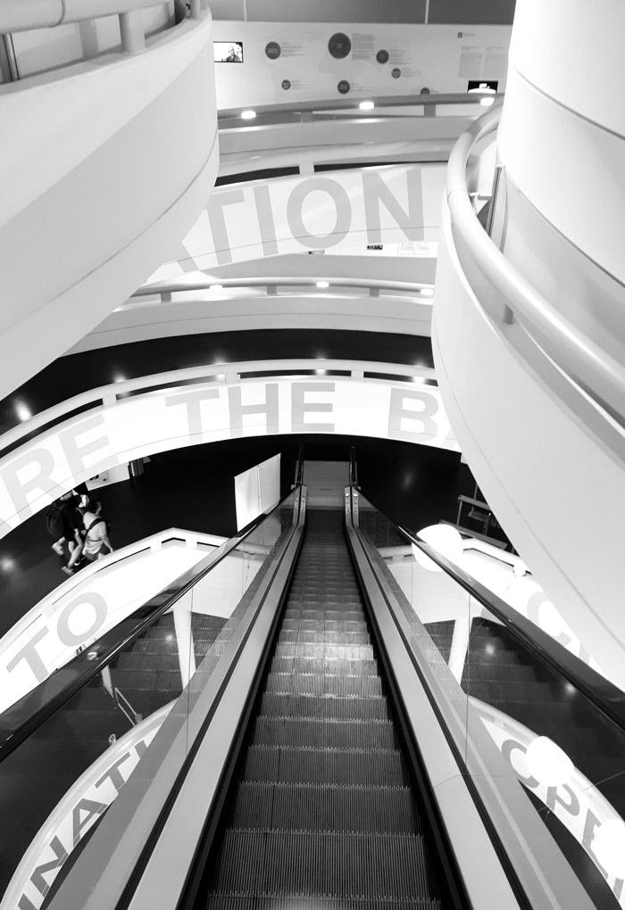 munich bmw musee escalier