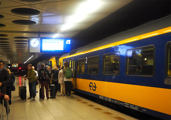 train Intercity schipol airport
