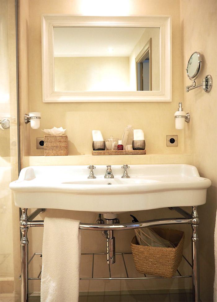 lorgues berne chateau salle bains