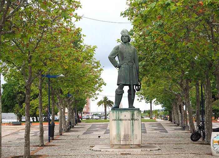 portugal aveiro statue