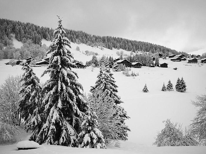 la clusaz neige montagne