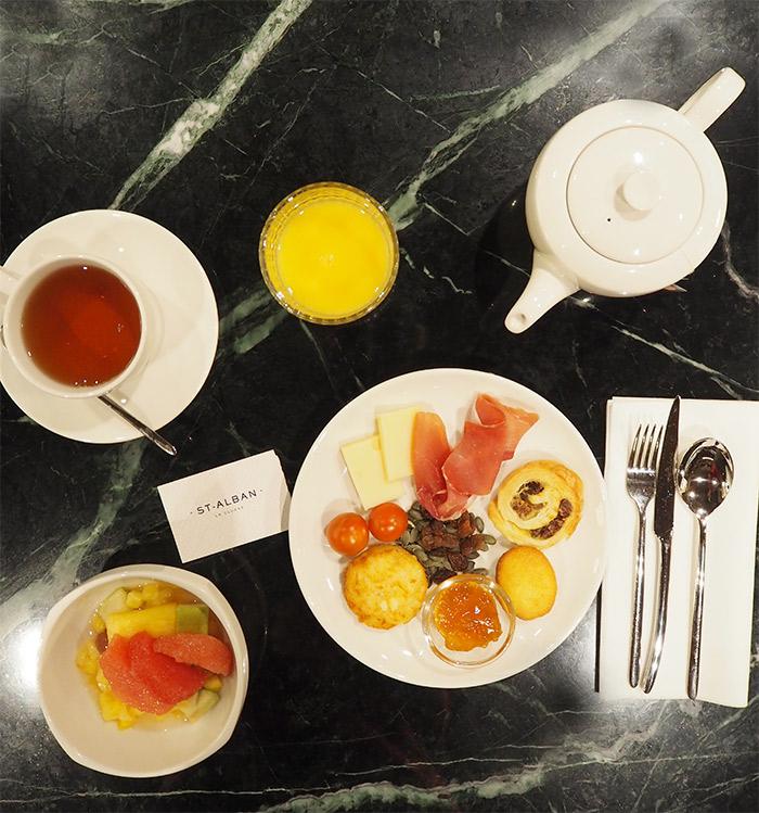 la clusaz st alban hotel petit dejeuner