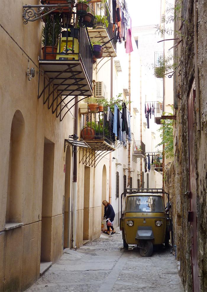 Sicile Palerme ruelle linge étendu