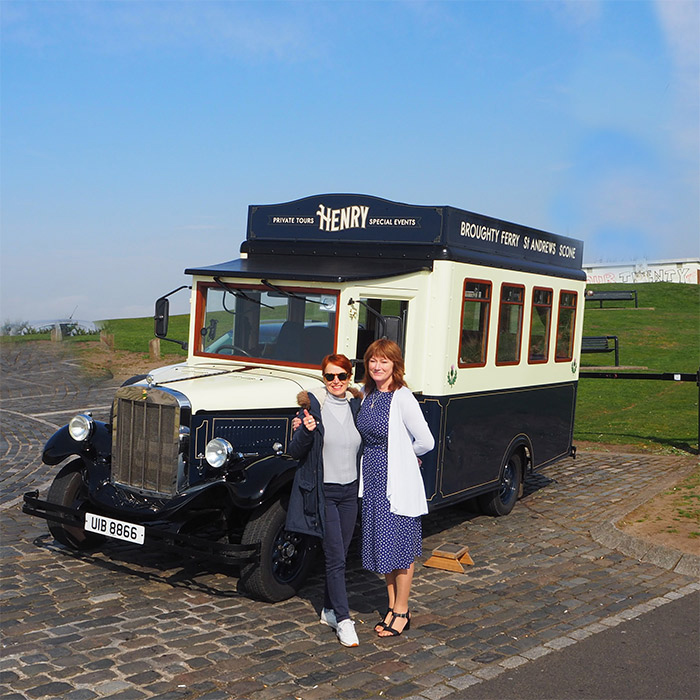 henry vintage bus tour dundee ecosse