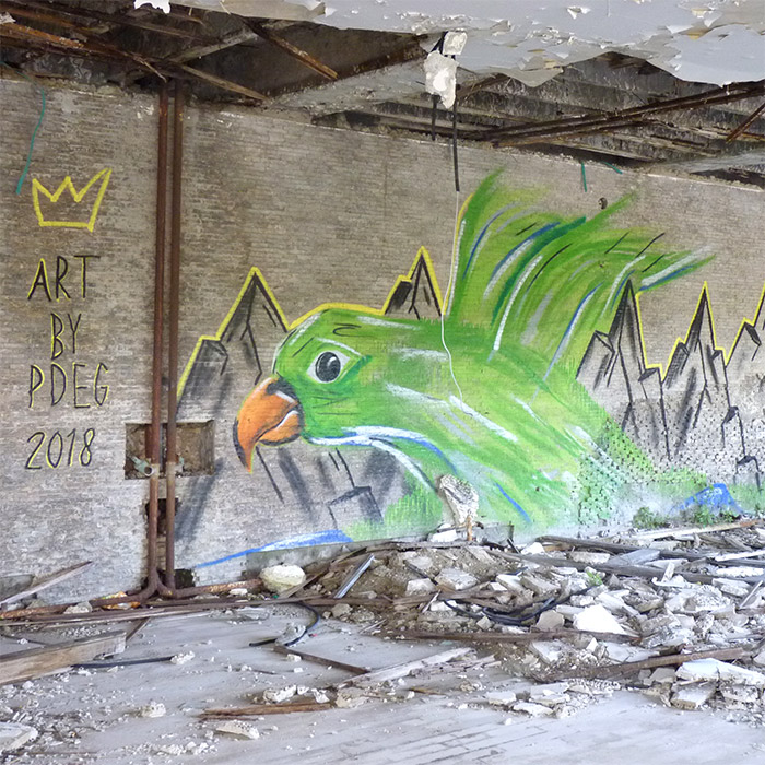 kupari croatie street art oiseau hotel