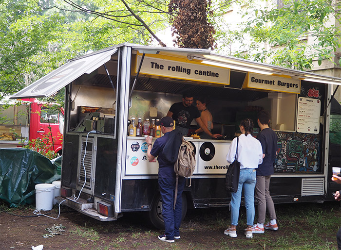 rolling cantine superposition food truck