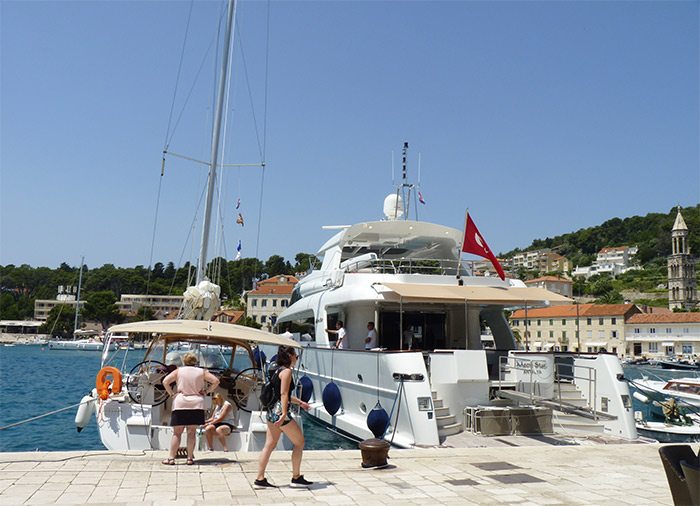 Hvar bateaux port harbour