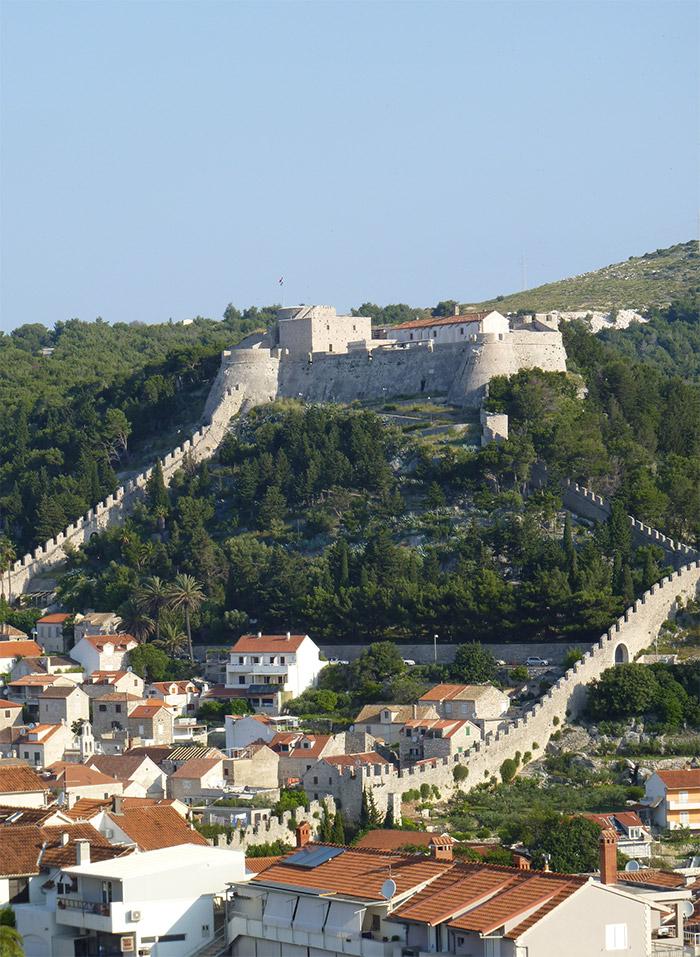 hvar croatie muraille forteresse
