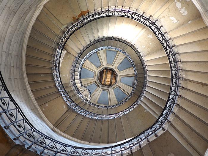 visite insolite lyon fourviere escalier justice