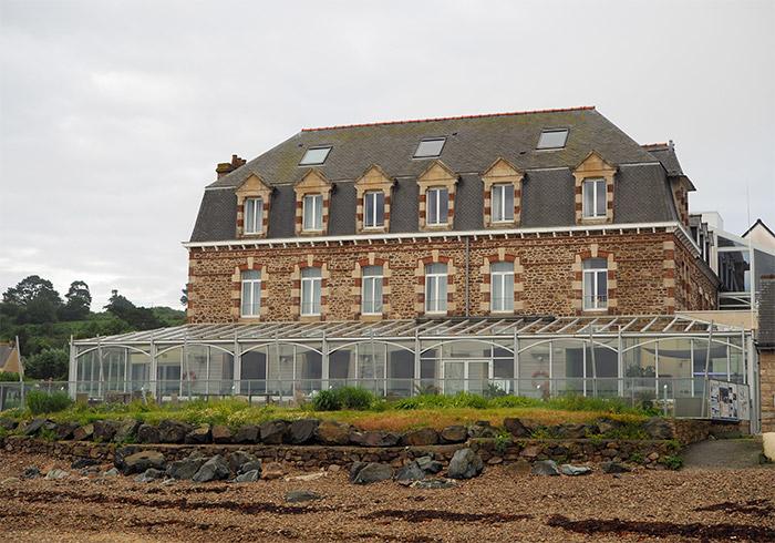 hotel ploubazlanec terrasses brehat
