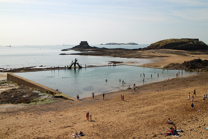 plage bon secours piscine sable saint malo