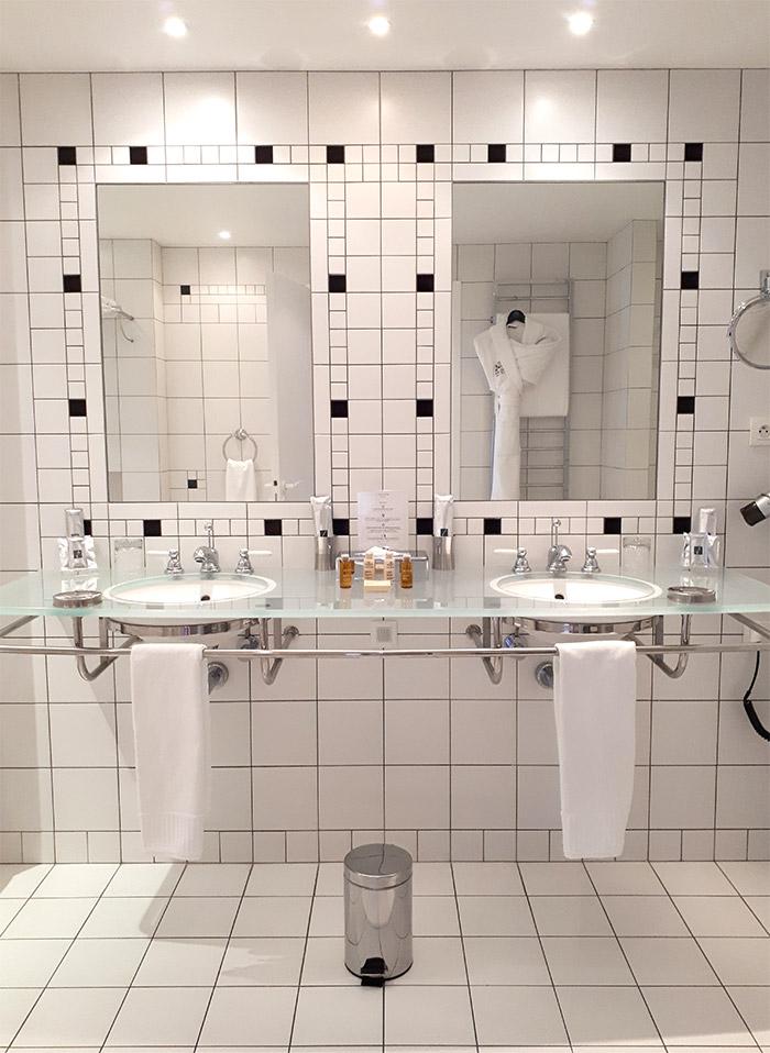 bathroom agapa hotel perros guirec