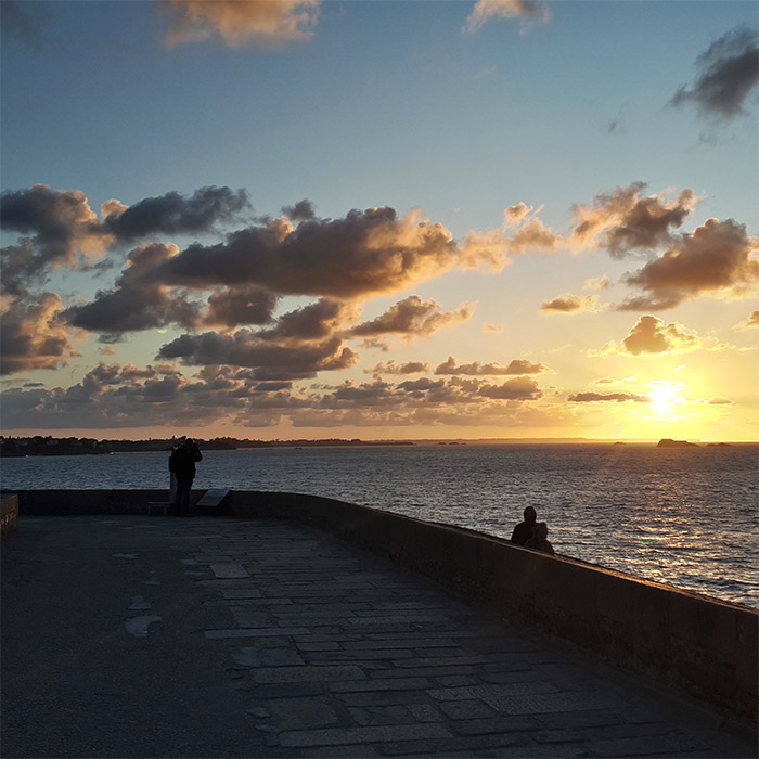 remparts saint malo coucher soleil