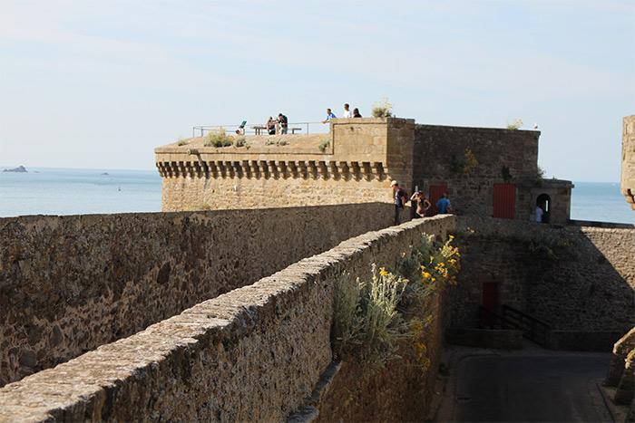 remparts cite saint malo bretagne