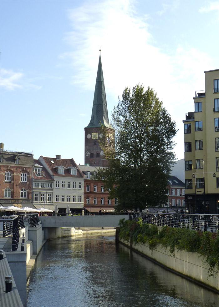 canal aarhus danemark cathédrale