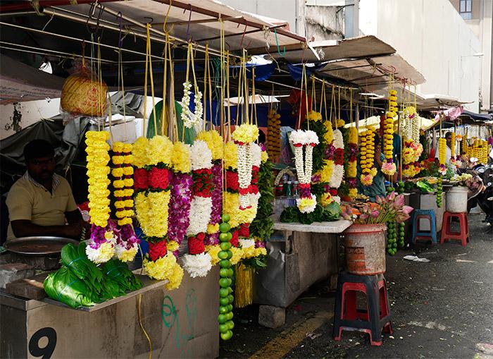 colliers fleurs hindou temple kuala lumpur