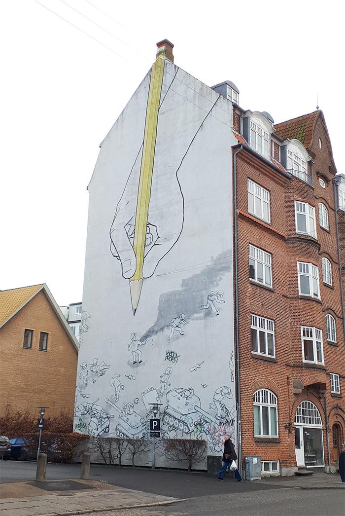 Aarhus street art Blu crayon