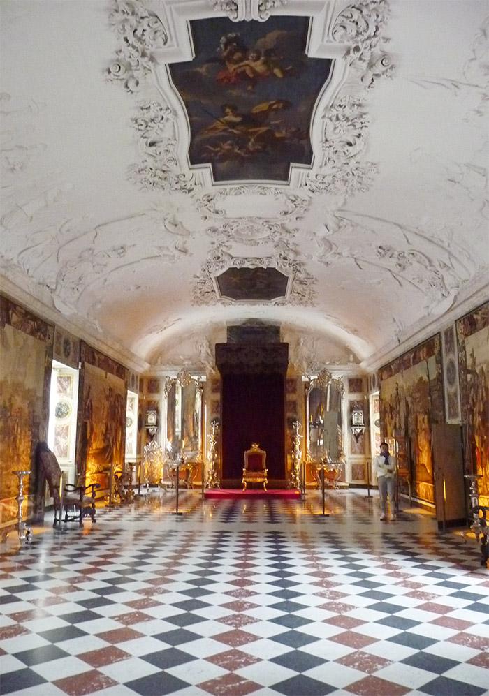 grande salle trône chateau rosenborg danemark