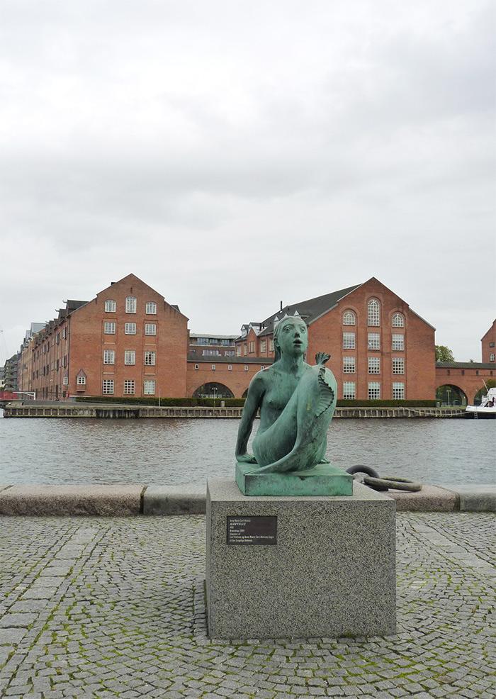 sirene statue copenhague havfrue
