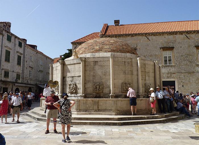 dubrovnik fontaine onofrio croatie