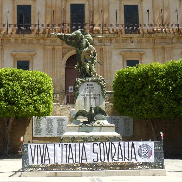noto sicile statue memorial morts